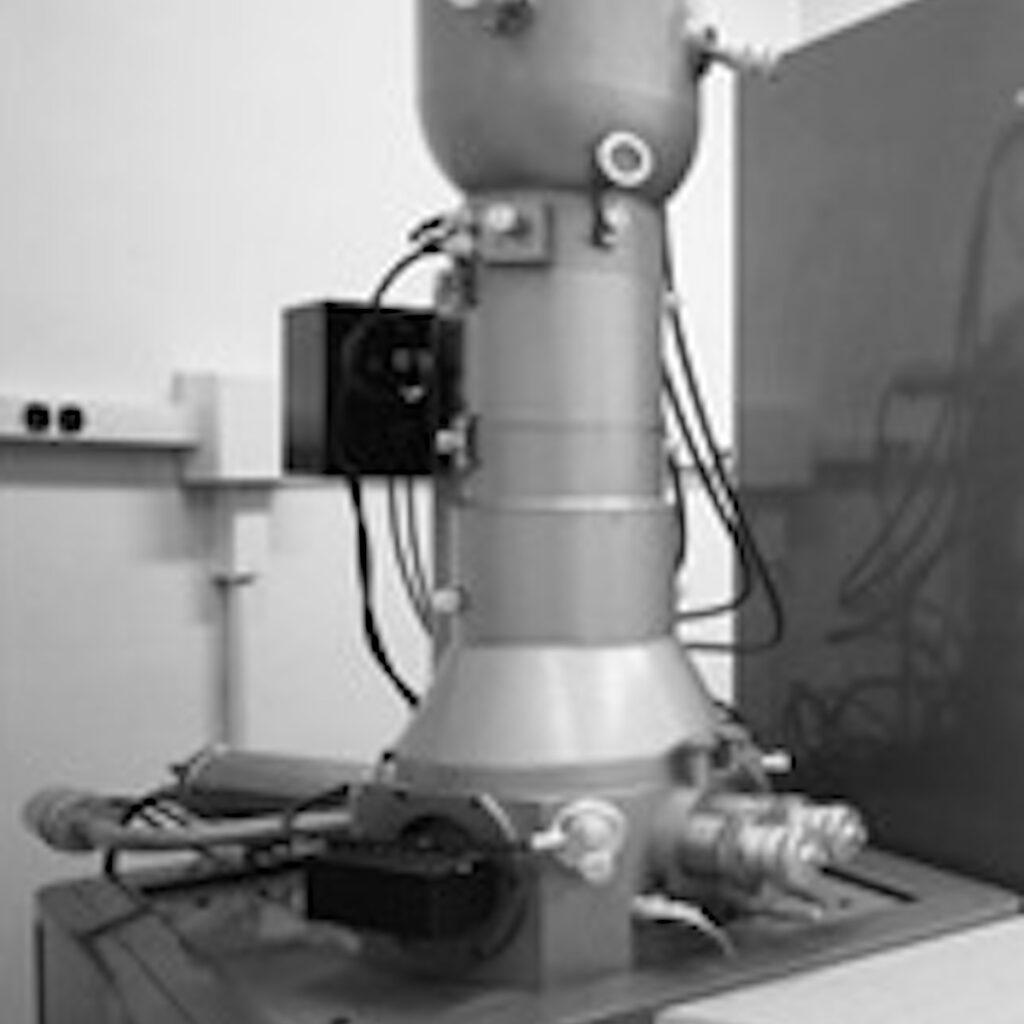 Professor Tor-Henning Iversen har arbeidet intenst med elektronmikroskopi